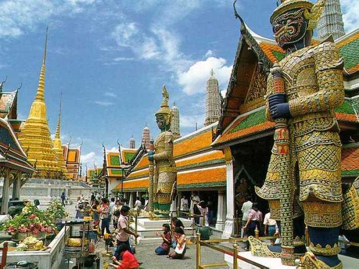 Emerald-Buddha-Temple-3