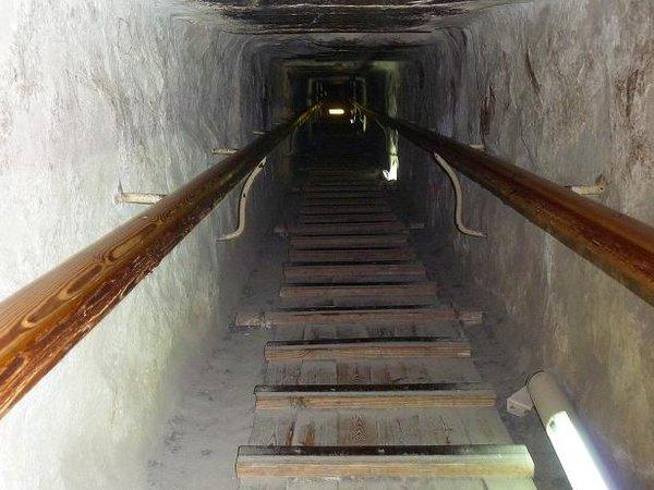 5114745-Climbing_inside_the_Great_Pyramid_of_Giza-0