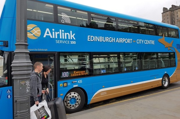 edinburgh_airport_bus_on_waverley_bridge_carousel_block